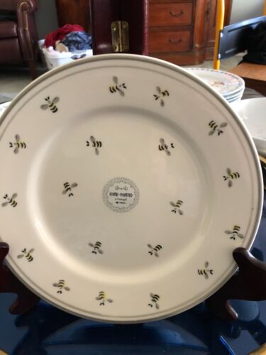 "NEW  MATCERAMICA Hand Painted Bumble Bee 8 1/2"" Plate (s)"