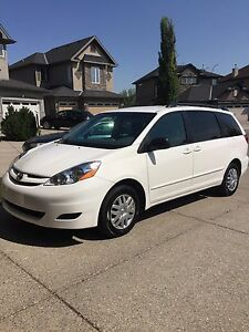 Only 64,000 km's!  2007 Toyota Sienna LE