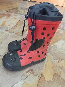 Size 8 kids rubber boots