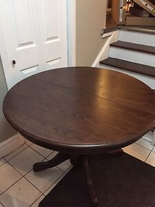 Round Dining Table with Extendable Leaf