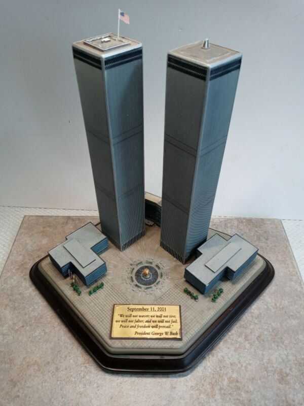 Danbury Mint Twin Towers Commemorative World Trade Center 911 Memorial NYC 9/11