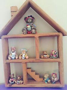 Decor home shaped wooden shelf w/figurines