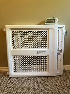 Safety 1st Pressure mounted baby gate