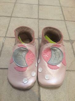 Bobux soft sole shoes, new