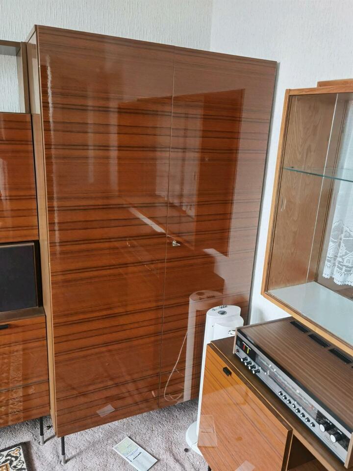 Retro Wohnzimmer Sofa Schränke gibt es bei Top-Wert in NB in Neubrandenburg