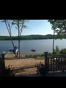 3 bedroom cottage on Ottawa river for weekly rental in August