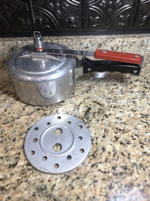 Vintage Universal Pressure Cooker PC 2320 Landers Frary Clark Aluminum Cookware