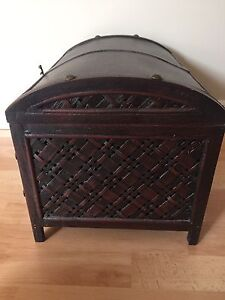 Small 1ft. wood chest with latch Kitchener / Waterloo Kitchener Area image 3