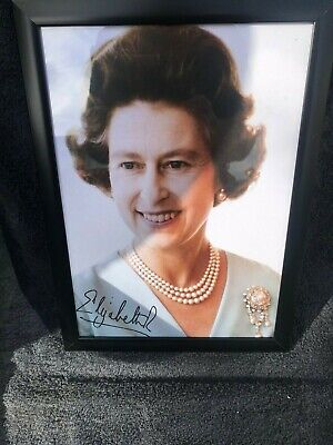 Her Majesty Queen Elizabeth 11 Signed Photo Print IN SILVER OR BLACK A4 FRAME