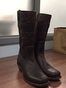 Ladies BOULET cowgirl boots! Size 8.5. Gorgeous!