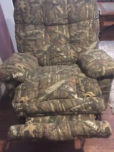 Camo chair recliner with built in heat and massage