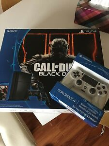 Almost brand new PS4 + 2 controller + 3 games