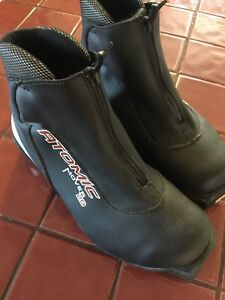 Atomic mover 20 cross country ski boots