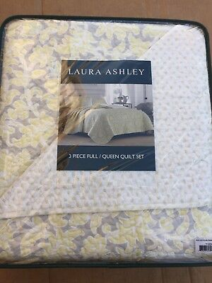 Laura Ashley Percy Reversible 3-Piece Queen-Size Cotton Quilt Set Bedroom Decor ()
