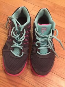 Fila & Reebok women's running shoes, size 8 like new !