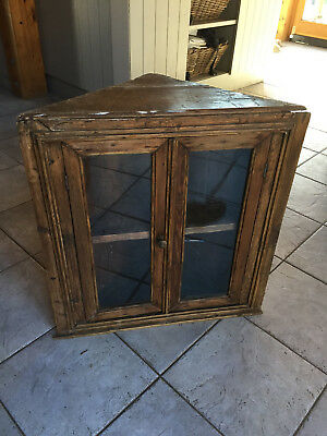 Ancienne petite armoire d'angle en chêne vitrée avec éclairage intégré