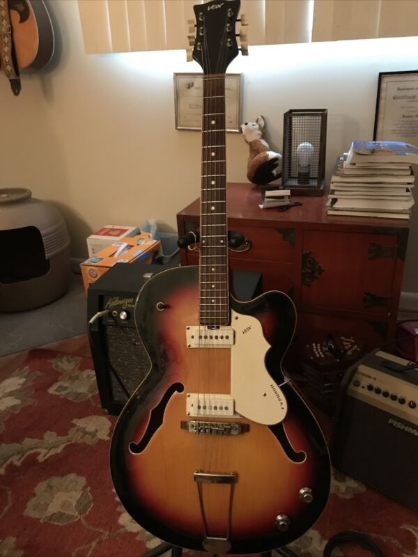 1965 Vox Typhoon Hollow Body Electric Guitar w/OHSC In Xlnt Cond. All Original.