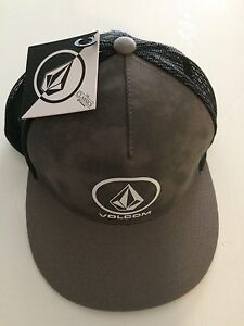 Volcom snap back hat