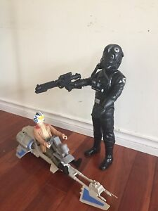 2 large Star Wars figures