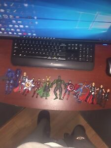 10 marvel avengers action figures and 1 halo