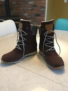 Women's Salomon winter boots 6.5 (fit 7-7.5) Comox / Courtenay / Cumberland Comox Valley Area image 5