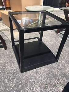 Glass end cube table