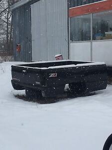 99-07 chev/gmc 8' box with tail gate