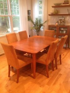 Dining room table 2 inserts & 6 chairs amazing set!