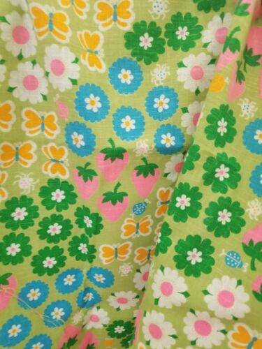 Vintage Cotton/Pique Blend~ Retro Floral Fabric~Vintage Medium Weight Fabric