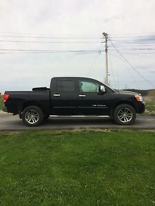 Fully loaded Nissan Titan SL! LOW KM!