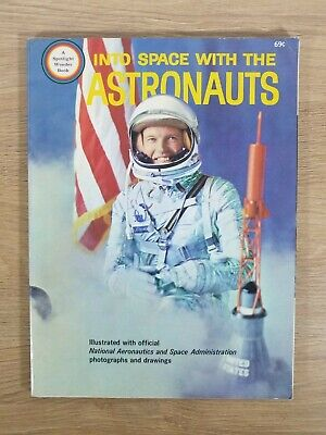 INTO SPACE WITH THE ASTRONAUTS - 1965 SPOTLIGHT WONDER BOOK - NASA PHOTOGRAPHS