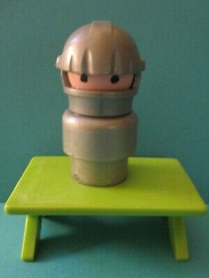 993 Fisher Price Little People Vintage    CLASSIC CASTLE  PLASTIC KNIGHT