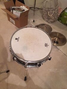 CB Drums snare with REMO skin & drum throne