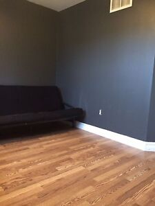 1 room for rent immediately available April 1