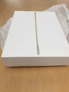 New IPad Pro 12.9 inch, 32 GB with new genuine Apple silicone casing Deer Park Brimbank Area Preview