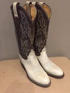 Brand new Justin cowboy boots (women's (7.5)