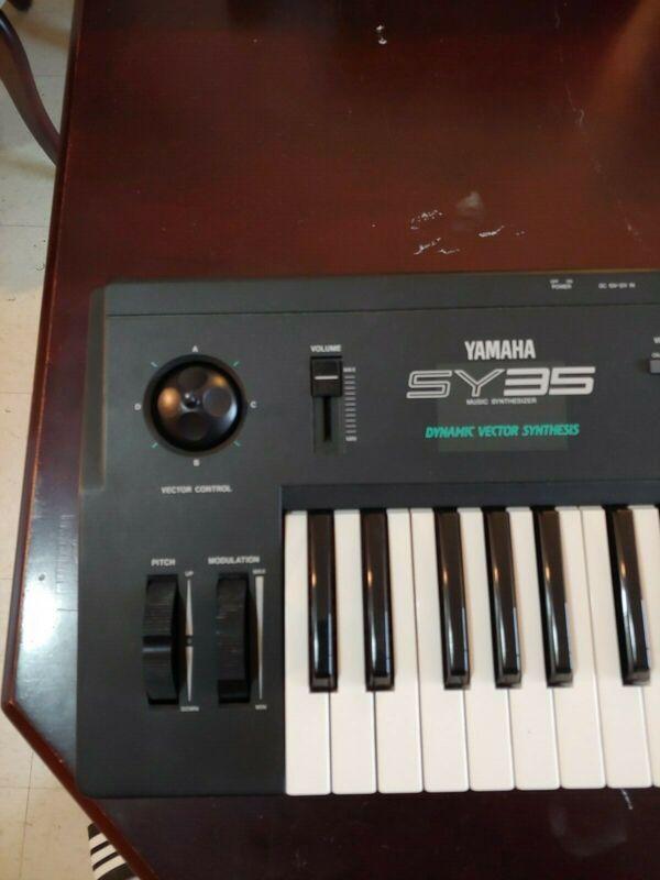 Yamaha SY35 Dynamic Vector Synthesis Sythesizer