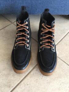 Converse Chuck Taylor All Star Classic Hi Boot Black  47 Gum Size ... c1a4dc9d9
