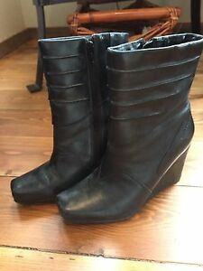 Ladies Size 8 Hush Puppies wedge boots