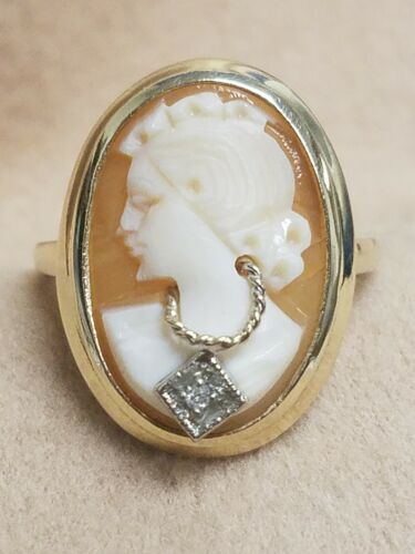 Vintage 10K Yellow Gold Cameo Ring with Diamond Necklace Size 6