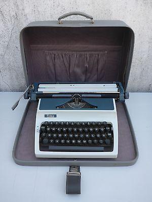 alte Schreibmaschine Erika mit Koffer DDR VEB Schreibmaschinenwerk Zentronik
