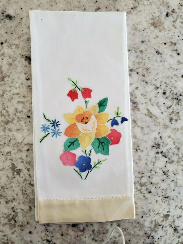 Vintage Unused Hand Embroidered Appliqued Floral LINEN Finger Tip Towel Madeira