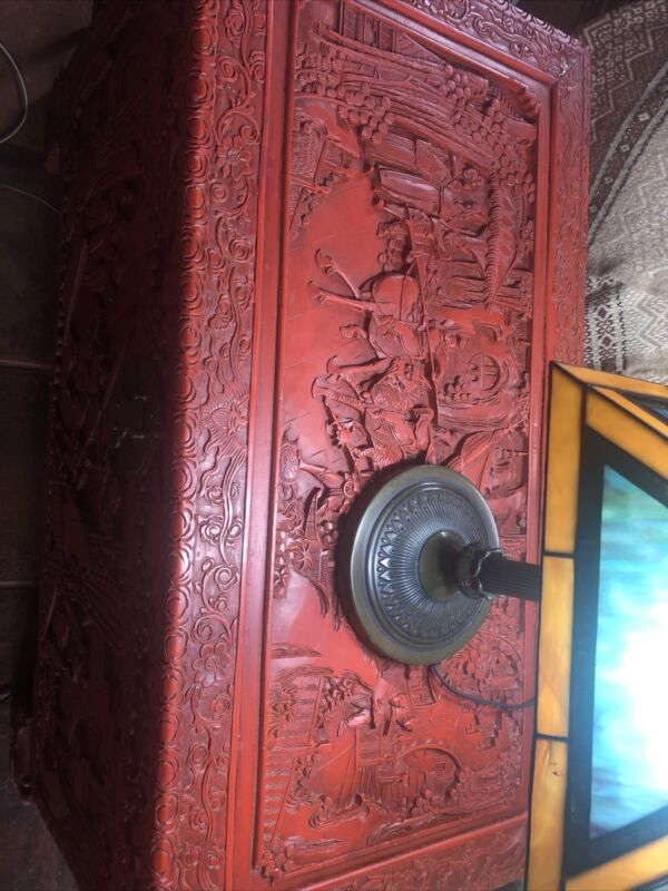 VINTAGE HAND CARVED ORIENTAL CHINESE CAMPHOR WOOD BOX TRUNK  1940's