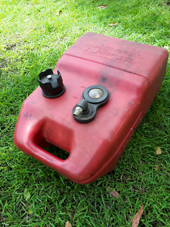 Outboard fuel tank