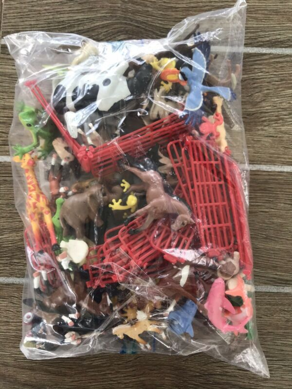 LARGE LOT OF PLASTIC FARM ANIMALS AND ACCESSORIES