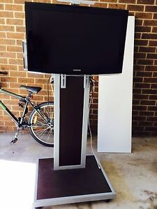 Samsung TV with stand Wentworthville Parramatta Area Preview