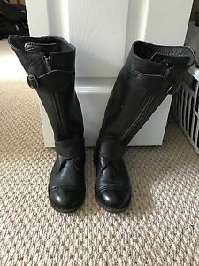 Black leather anouk boots