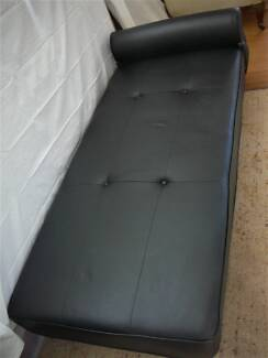 Genuine Italian Leather Daybed in Excellent condition.