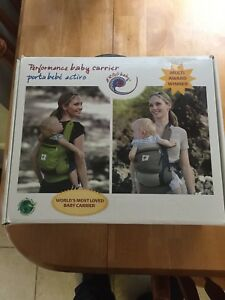 Ergo performance baby carrier with infant insert
