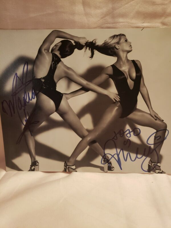 WWF/WWE Divas Ashley Massaro and Maria Kanellis Autograph..Stunning